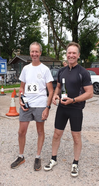 The winning team of Steve Davey (runs) and Julian Gigg (ride) in a time of 1:32:43